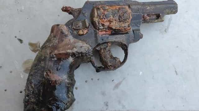 Револьвер на магнит со дна