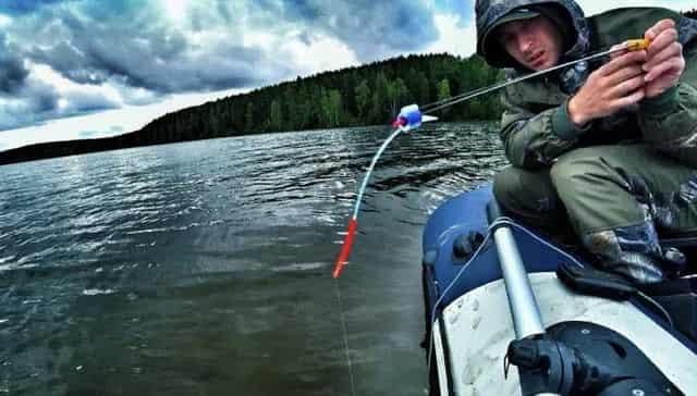 Рыбалка на летнюю мормышку с лодки